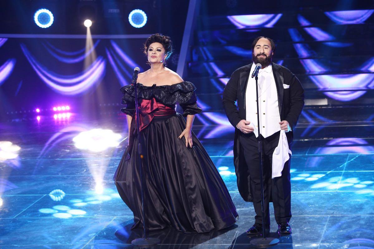 Adriana şi Romică se transformă în Leontina Văduva si Luciano Pavarotti