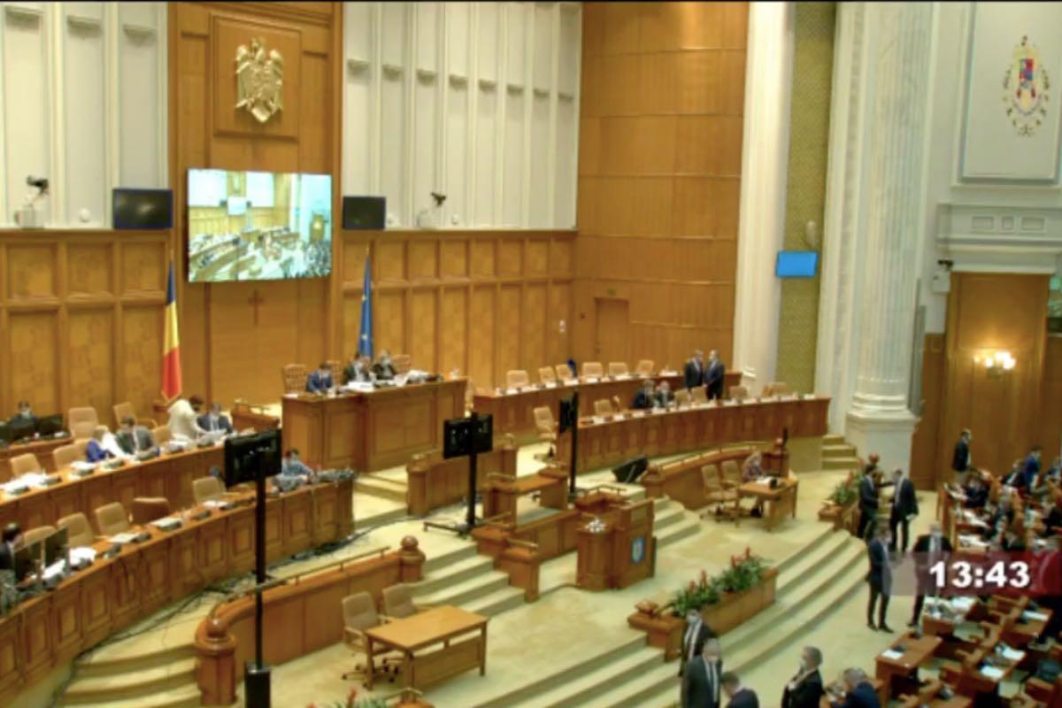 Deputații au adoptat un proiect prin care persoanele defavorizate vor primi tichete pentru mese calde