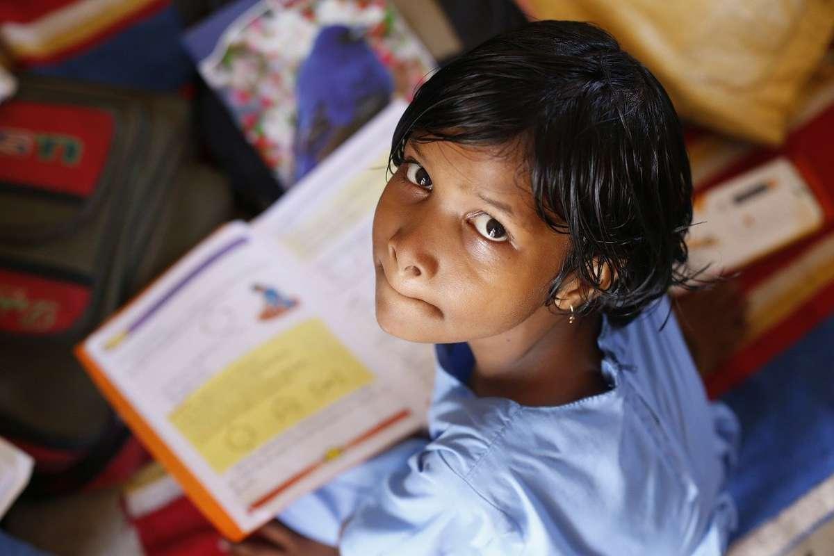 Una din opt țări cheltuie mai multe fonduri pentru plata datoriilor decât pentru educație, sănătate și protecție socială