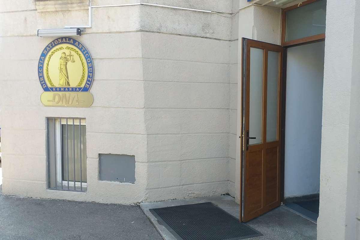 DNA a deschis dosare penale pe bandă rulantă la Apele Române. Petru Avram, directorul ABA Prut-Bârlad, cercetat pentru abuz în serviciu