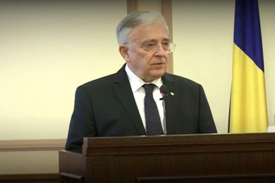 Isărescu a contestat la CCR articolul din lege în baza căruia are proces de colaborator al Securităţii