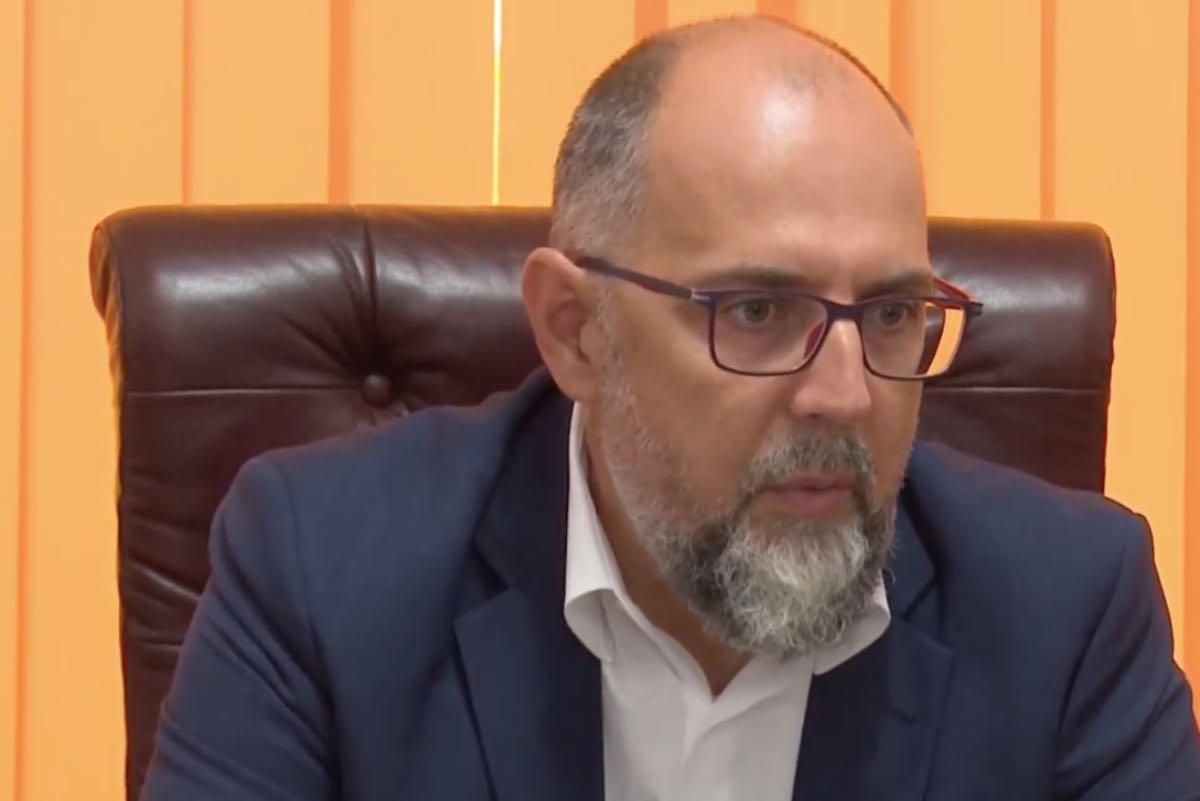 Kelemen Hunor îl susține pe Voiculescu: Nu ministrul Sănătăţii răspunde pentru o defecţiune tehnică