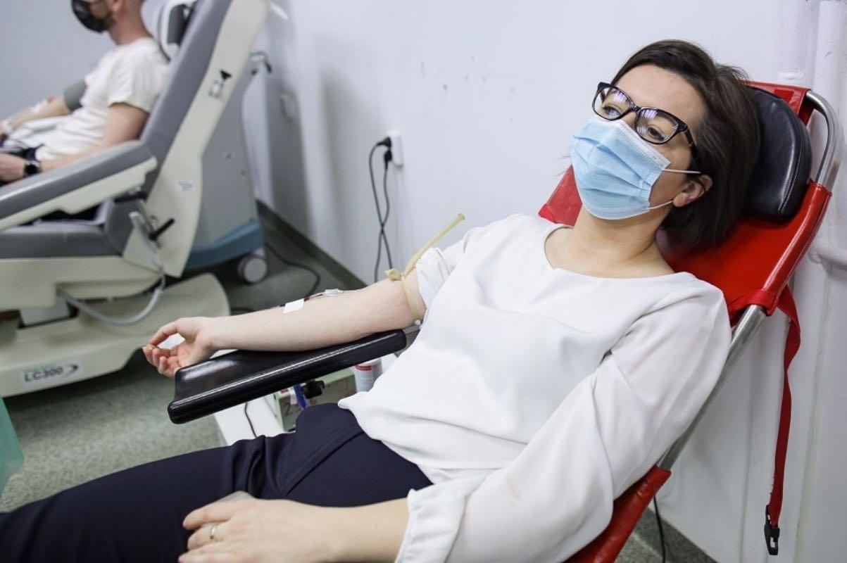 Ministrul Sănătăţii a donat sânge: Am făcut-o cu gândul la pacienţii care au nevoie de transfuzii pentru a supravieţui