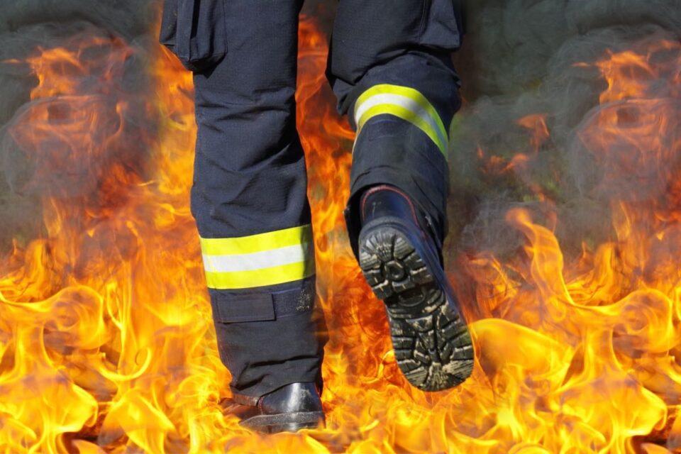 IA luat foc 4 hectare de vegetație uscată din Munții Șureanu! Pompierii din Alba și Hunedoara luptă să stingă incendiul
