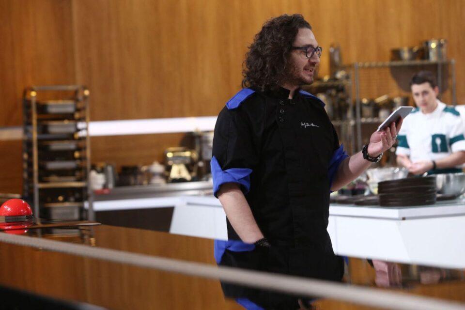 """Chef Florin Dumitrescu a câștigat primul battle din sezonul 9. Emoții maxime la """"Chefi la cuțite"""": """"Am nevoie de medic"""""""