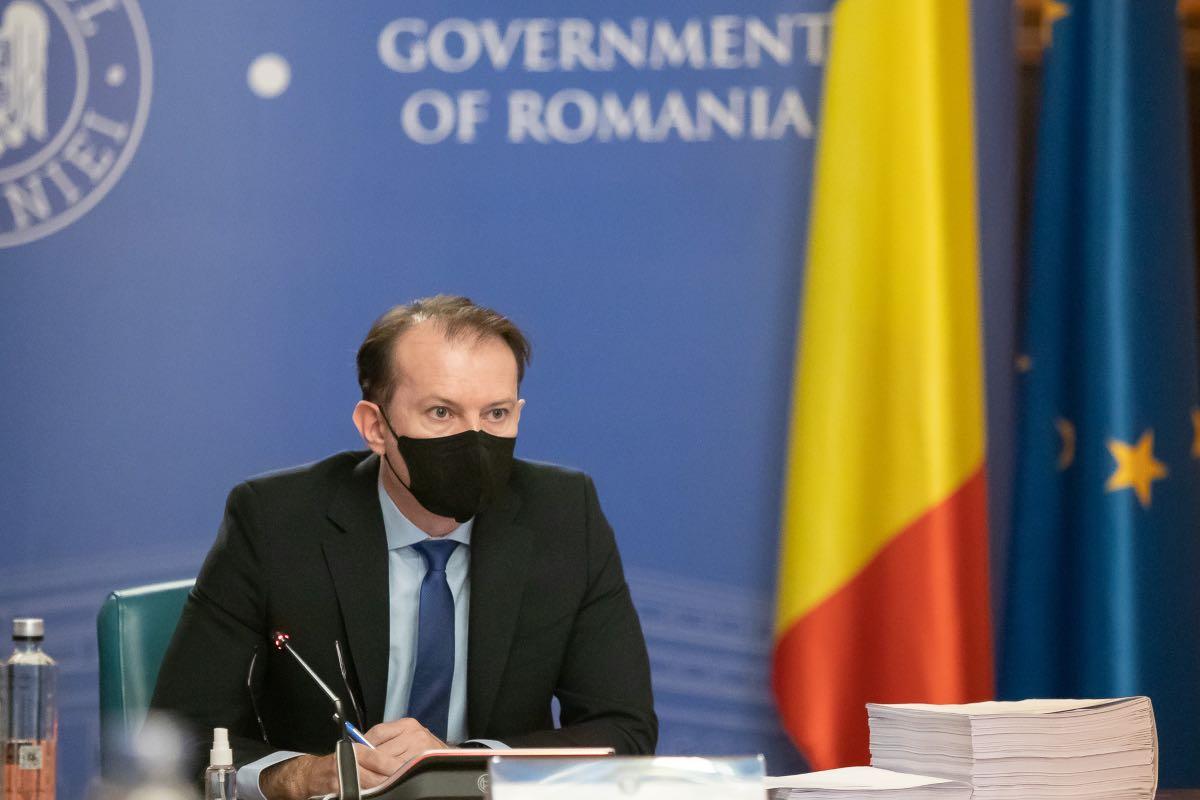 Cîţu propune ca în birourile cu întreg personalul vaccinat împotriva COVID să nu se mai poarte mască