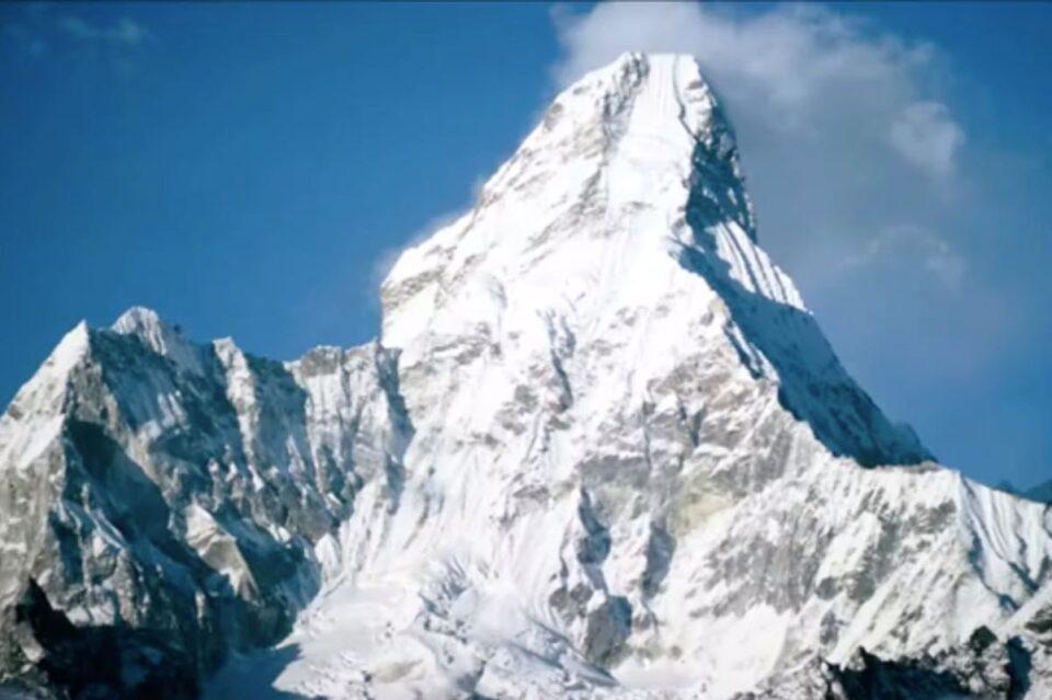 China se teme să nu vină COVID din Nepal și vrea frontiere pe Everest