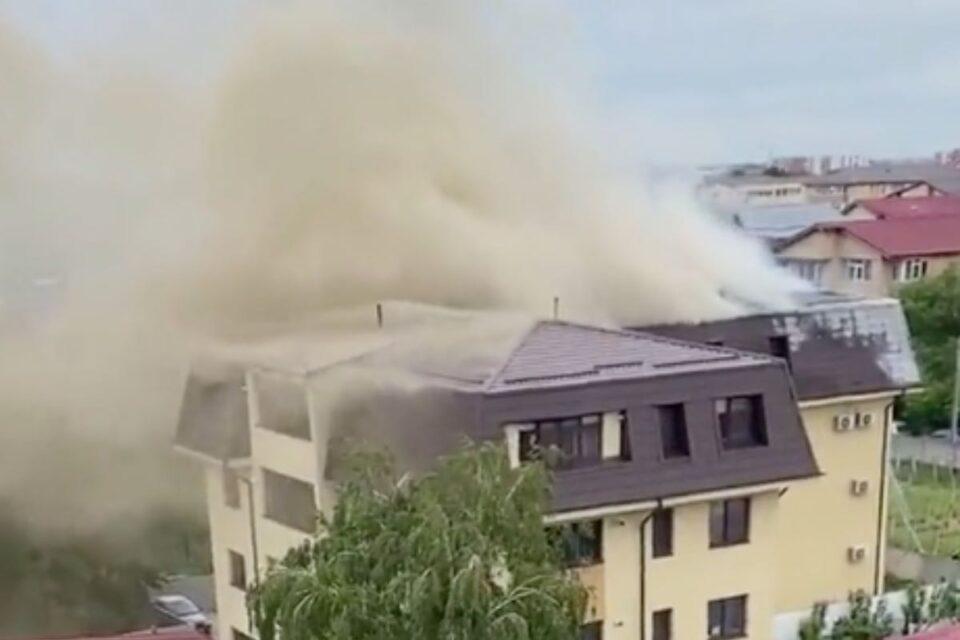 A luat foc un bloc din Popești-Leordeni