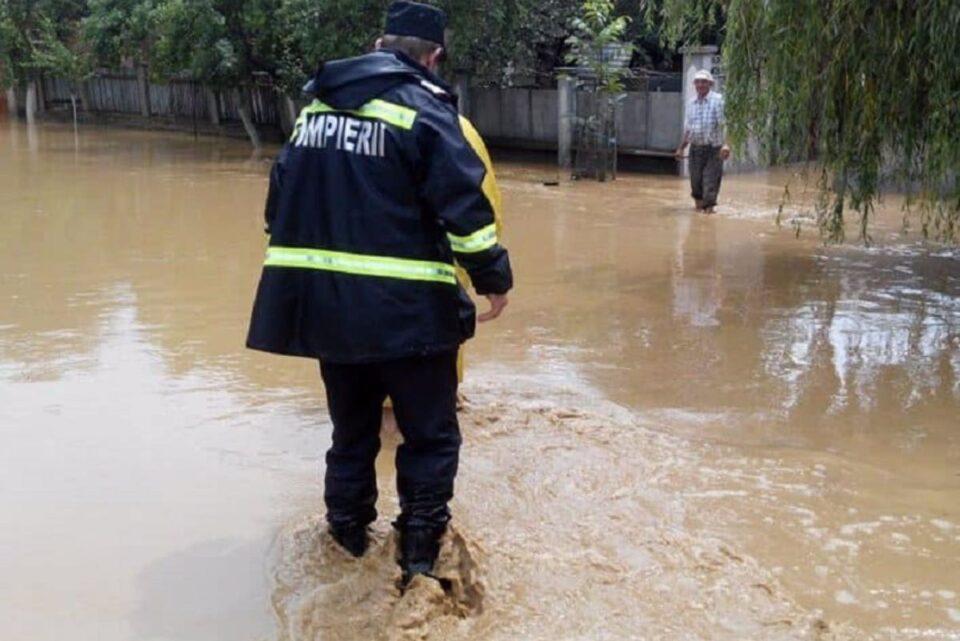 DSU zugrăvește imaginea dezastrului de după Codul Galben de vânt: Circa 200 de copaci puși la pământ, peste 70 de mașini avariate și curți inundate, în Capitală și în 25 de localități din țară