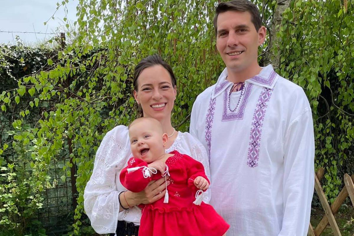 Nicolae al României, soţia şi fiica, au sărbătorit Paștele în costume tradiţionale