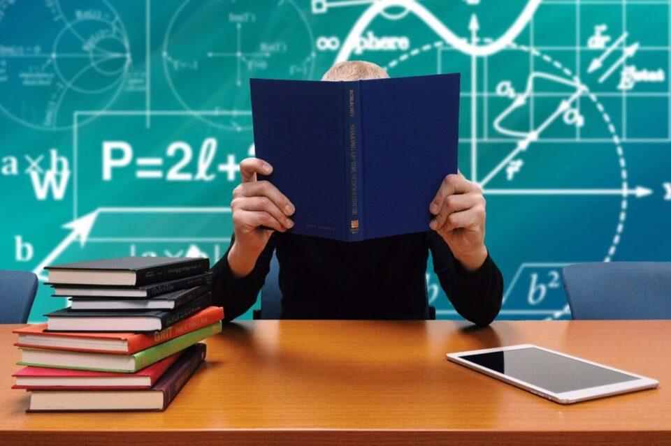 Senatul a dat undă verde unui proiectul de lege ce prevede suspendarea contractului de muncă pentru profesorii judecați pentru hărțuirea elevilor