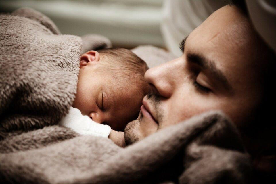 Mihăilă anunță: Tații vor putea să asiste la nașterea copiilor
