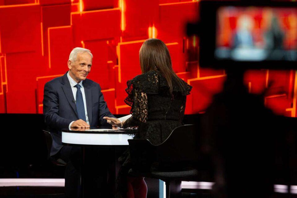 Stolojan, fostul premier al României, dezvăluiri în premieră despre cariera politică și viața personală