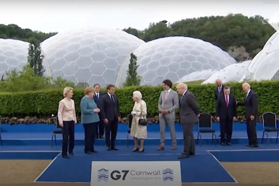 """Regina Elisabeta a-II-a, la Summitul G7: """"Ar trebui să arătăm ca şi cum ne-am simţi bine?"""""""