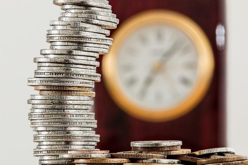 Guvernul a dat undă verde: Pensia nu mai poate fi cumulată cu salariul de la stat! Aceeași lege prevede și pensionarea opțională la 70 de ani