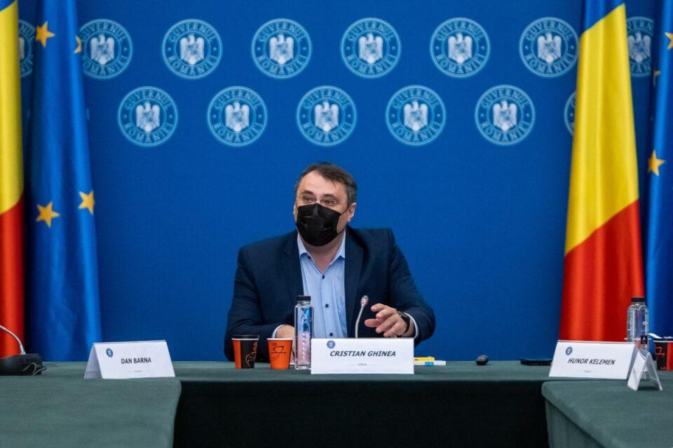 Ghinea îl ridică în slăvi pe Barna și îl critică pe Cioloș
