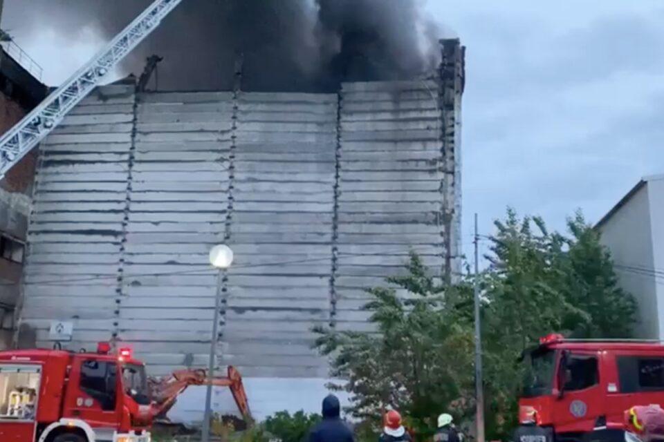 S-a reaprins focul la incineratorul de la Brazi