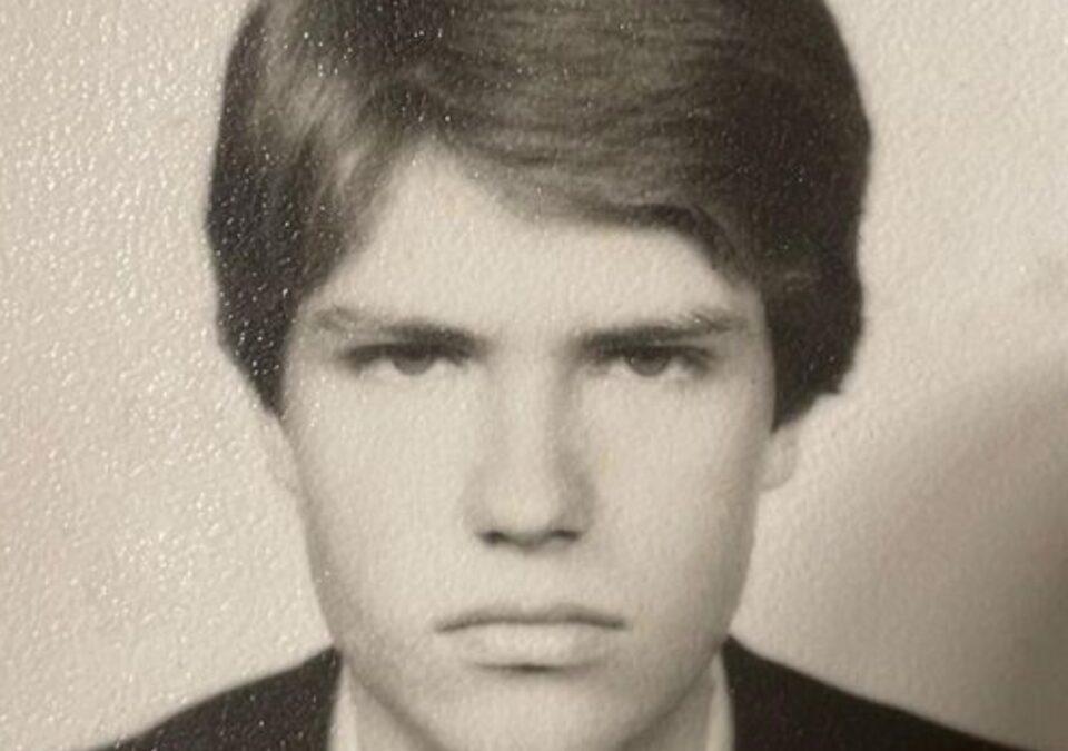 Iohannis și-a publicat, de Ziua Copilului, o fotografie din adolescență