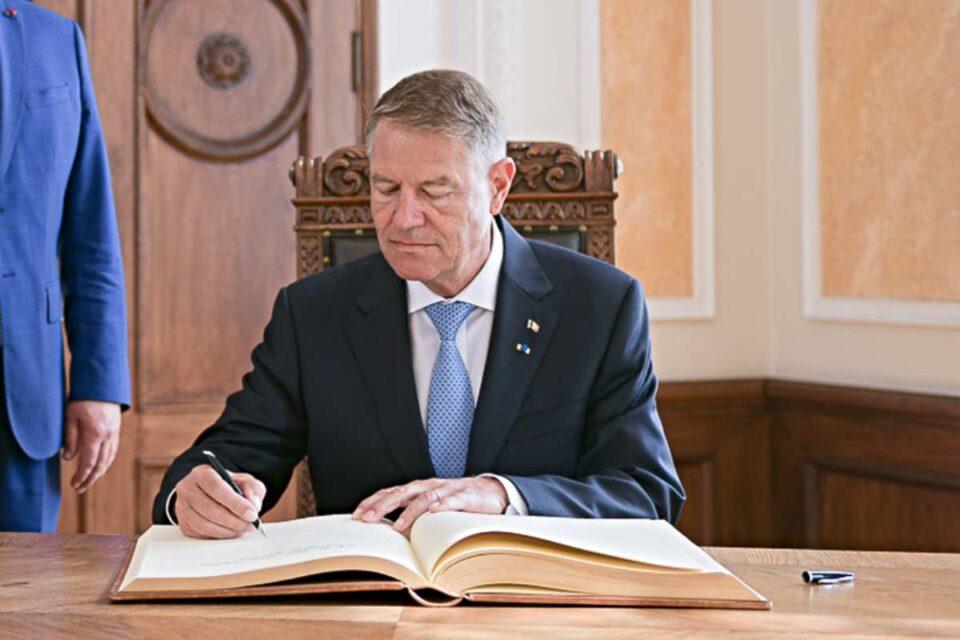 Iohannis a semnat decretele privind demisiile miniștrilor USR PLUS, dar și numirile interimarilor