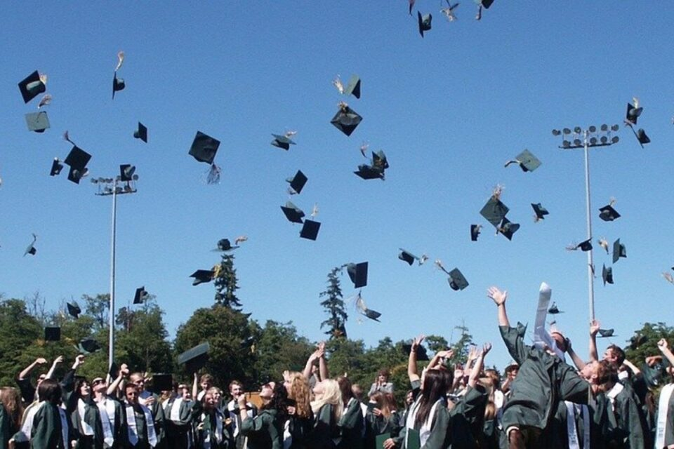 Elevilor claselor a XII-a și a XIII-a au încheiat anul școlar. Pe 28 iunie începe BAC-ul