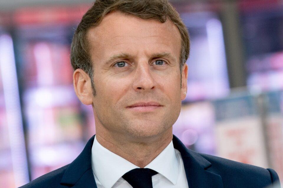 Macron, pălmuit de un bărbat în timpul unei vizite în sud-vestul Franţei