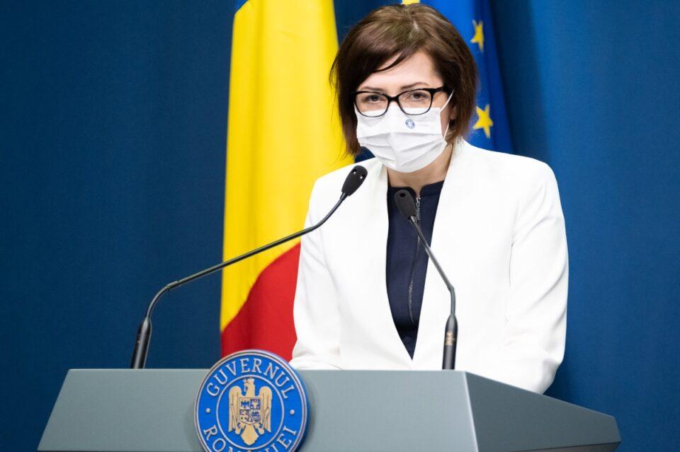Ioana Mihăilă, îngrijorată că prin interzicerea cumulului pensiei cu salariul ar putea apărea criză de personal medical