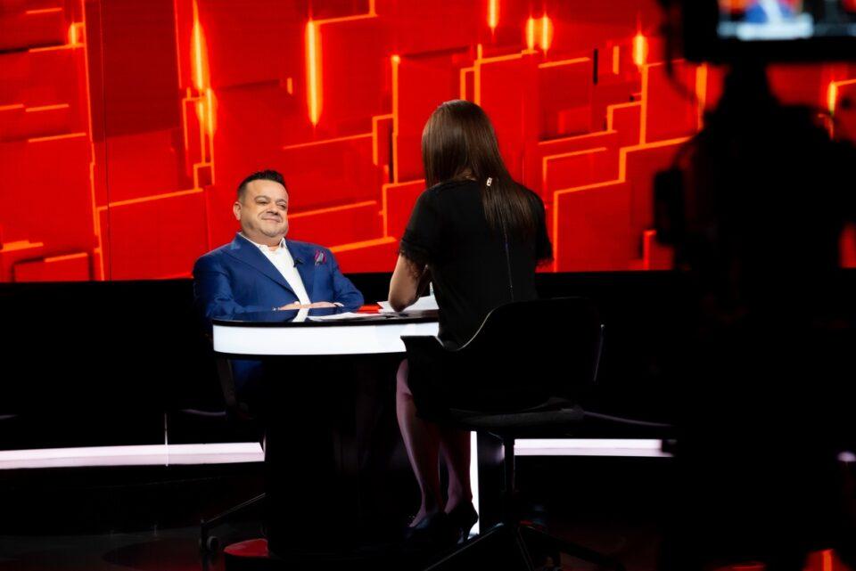 """Adrian Minune, la """"40 de întrebări cu Denise Rifai"""". Interpretul de manele va face dezvăluri despre drumul greu spre succes si despre rivalități"""