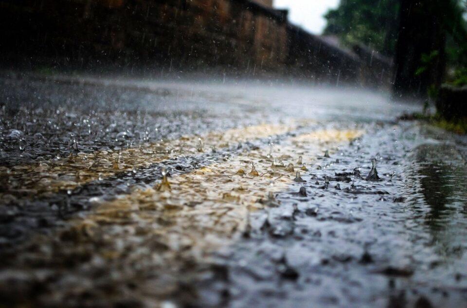 Avertizare Cod Galben de ploi torențiale, vijelii și grindină, pentru Capitală și 28 de județe