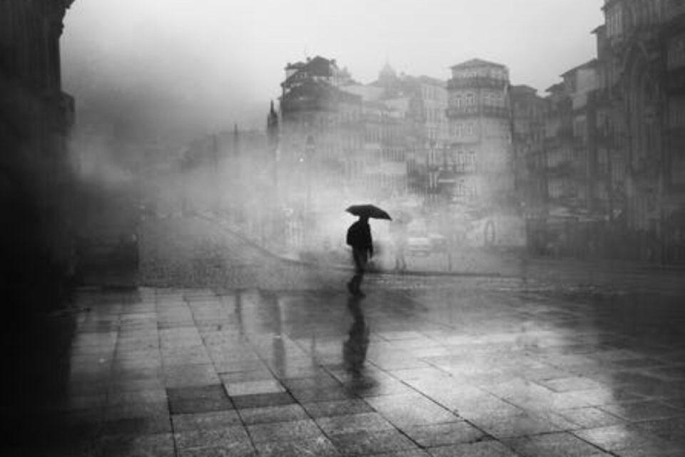Ploile torențiale continuă până marți: Cod Portocaliu, în București și 19 județe