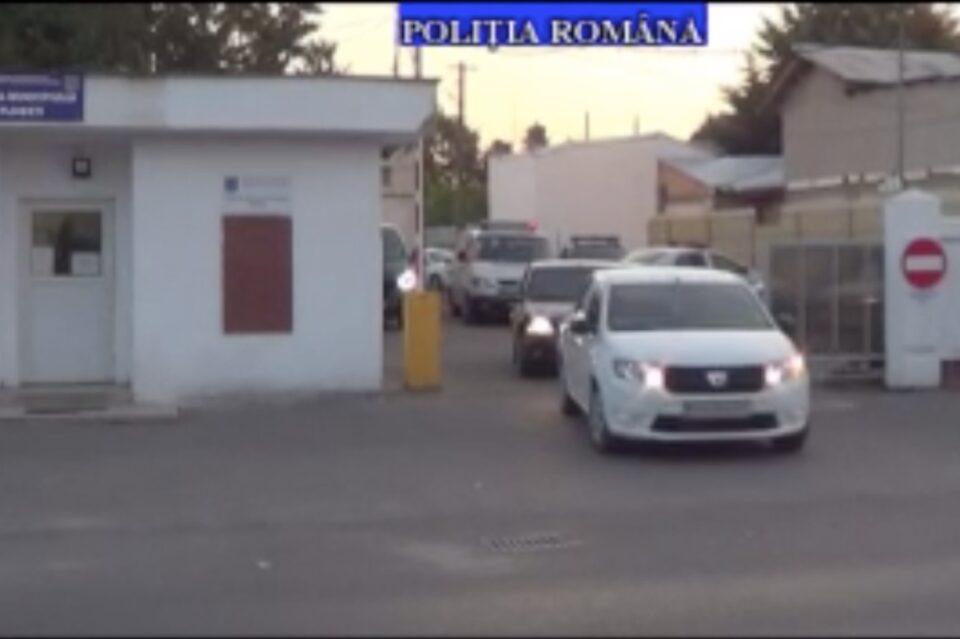 În urma unor percheziții, în Ploiești și Câmpina, 14 persoane, audiate într-un dosar de viol şi lipsire de libertate