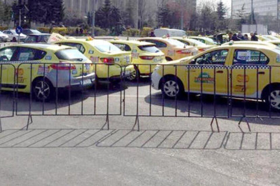 Transportatorii dau în judecată Primăria Capitalei pentru nerespectarea Legii taximetriei