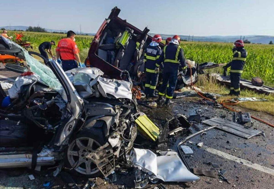 Plan ROȘU de intervenție: Cinci persoane, inclusiv doi copii, decedate, în urma unui accident grav pe DN2