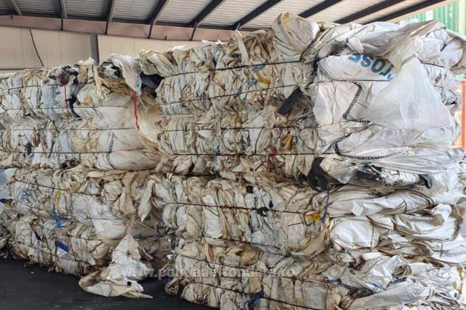 Poliția de frontieră a descoperit în Portul Constanța patru containere cu 63 de tone de deșeuri