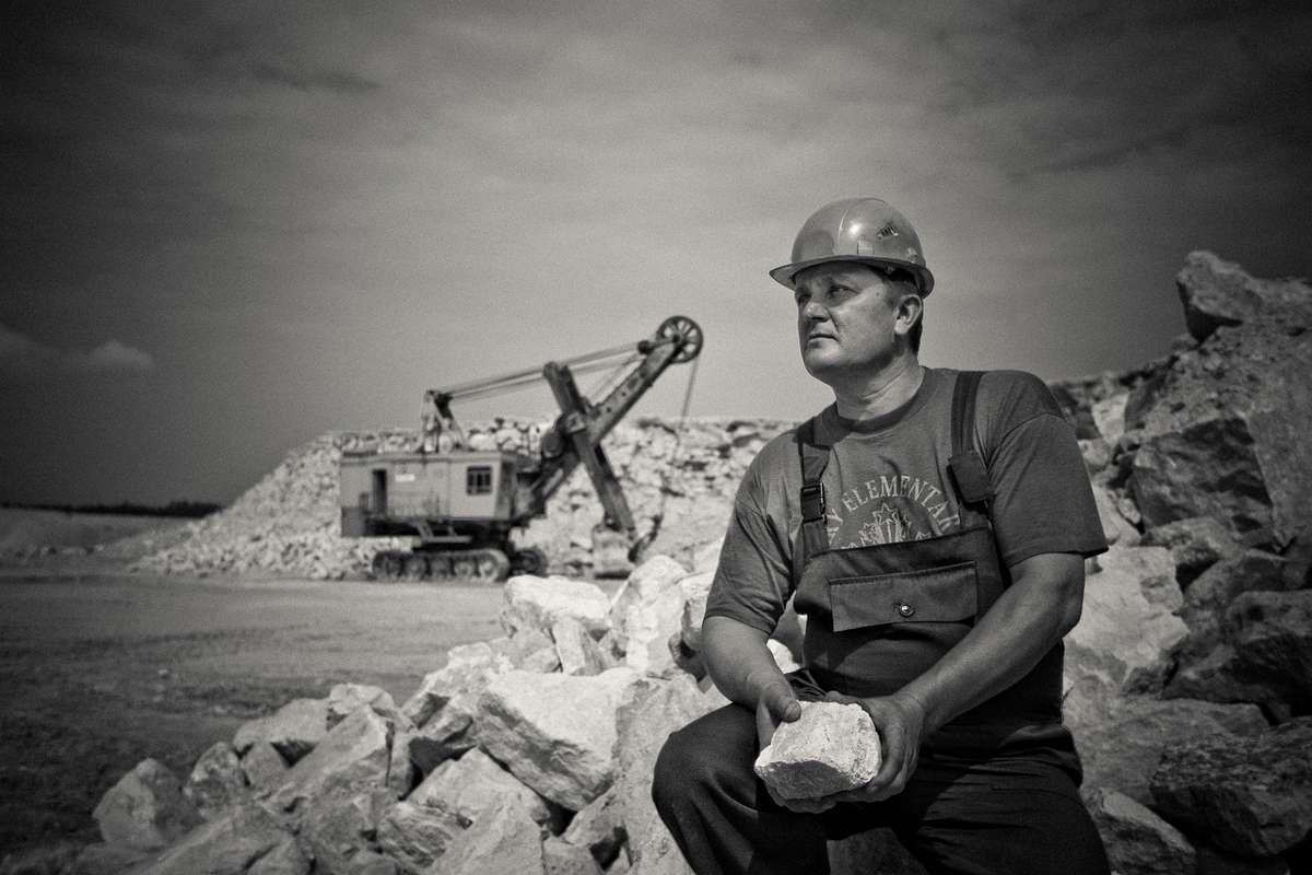Năsui recunoaște că deşi muncesc mult, românii rămân săraci