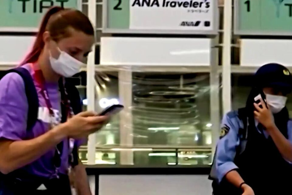 Krisţina Ţimanuskaia pe aeroport. foto: captura video Youtube