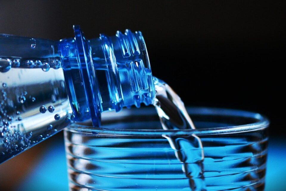 Se scumpește apa îmbuteliată cu 20%